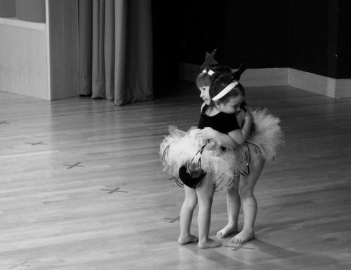 Bailarinas abrazadas